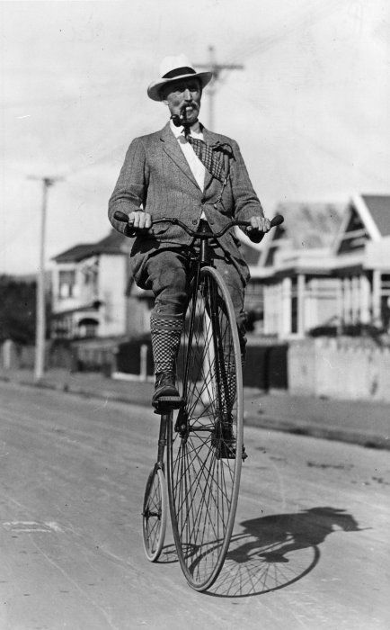 pennyfarthing_bike_rider